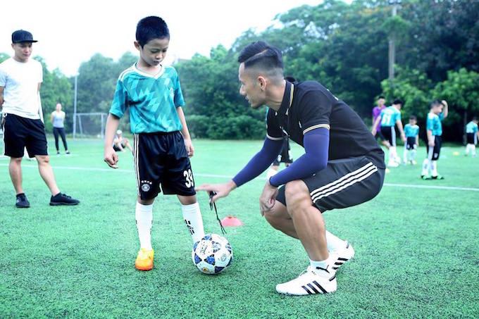 Việt Phúc, Danh Ngọc mở trung tâm bóng đá cộng đồng