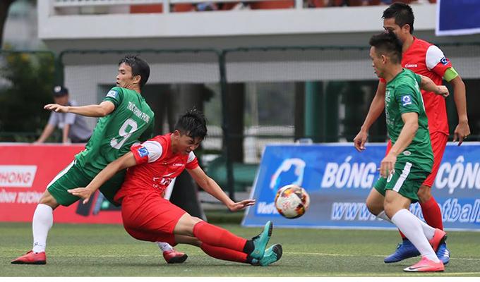 """Lê Bảo Minh trước cuộc """"sinh tử chiến"""": Vua sân 5 không biết chơi sân 7?"""