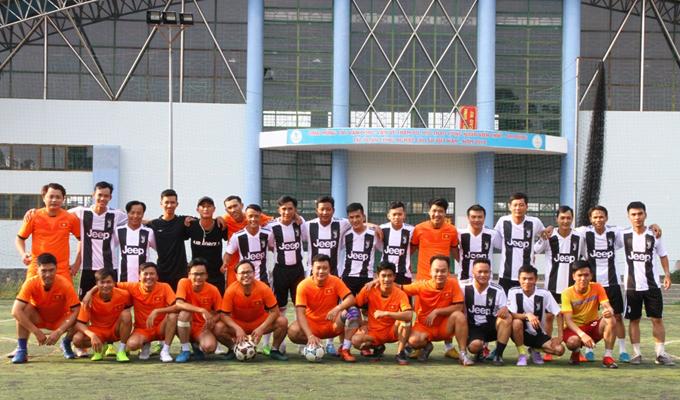 Tonat FC so giày cùng Juve Đồng Xoài: Nhà chẳng có gì ngoài tiếng cười!