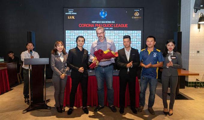 """Phú Quốc League: Hàng """"độc"""" và """"chất như nước cất"""" của bóng đá miền Tây"""