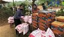 Hiệp Hòa Group, FC Du Lịch ủng hộ gạo và mì tôm cho người nghèo ven Hà Nội