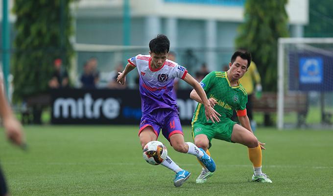 Tứ kết HL1-S5: Cơn mưa bàn thắng của Mobi và Ecopark, Tùng Anh vào bán kết nhờ loạt đấu súng