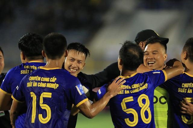 FC Việt Phương Đông 0-1 FC EOC: Nghiệt ngã phút cuối