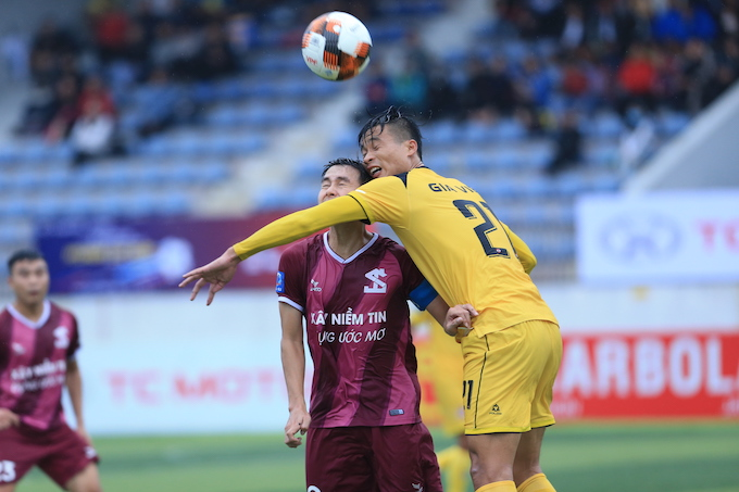 """Gia Việt 0-1 Tuấn Sơn: Đương kim vô địch """"nếm trái đắng"""""""