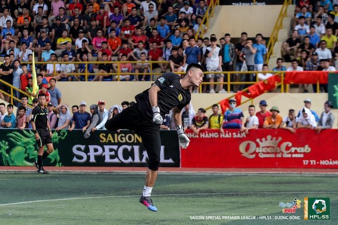 """Cường """"Sport"""": Người hùng trong khung gỗ của FC Văn Minh"""