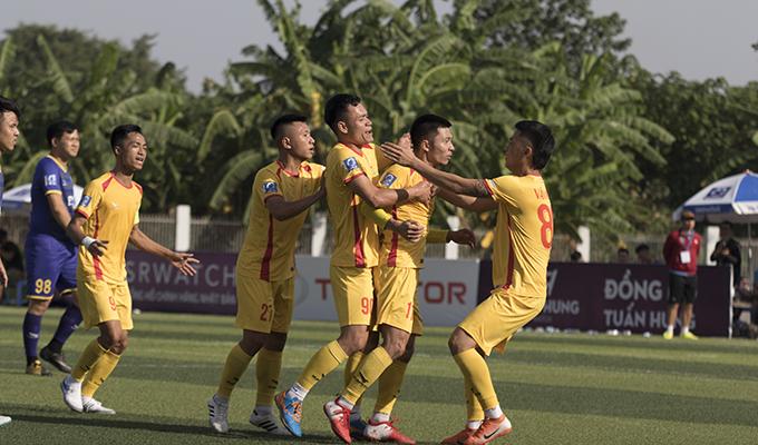 Văn Minh 3-2 EOC: Tân binh lên tiếng, Văn Minh có chiến thắng đầu tiên