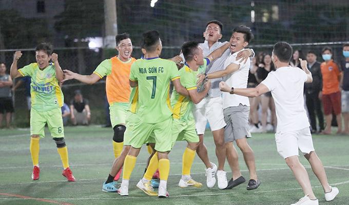 Chung kết giải Thanh Hoá phía Nam, Nga Sơn vs TP Thanh Hoá: Chỉ chờ nhạc xập xình & bật Champagne là khai tiệc