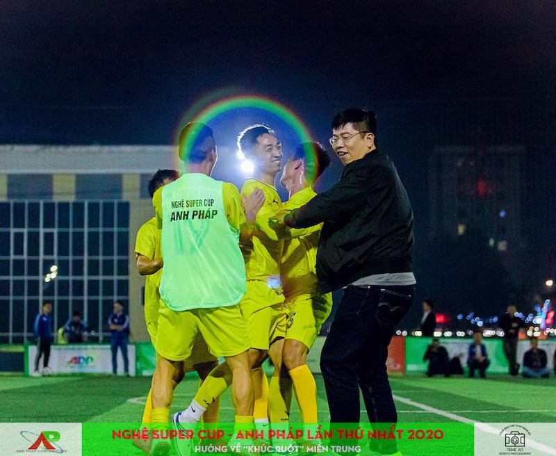 """Lượt 2 vòng bảng Nghệ Super Cup - Anh Pháp: Đẳng cấp Hùng """"cọt"""" và màn đại chiến Phương Huy - PCCC Thành Vinh"""