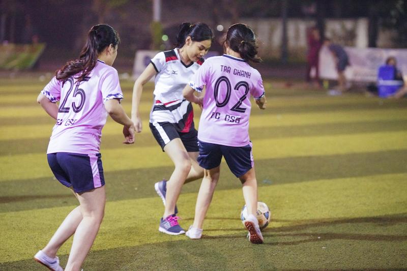 TT Giáo dục hoà nhập Biển Dương - TP.Vinh tổ chức bóng đá nữ chào mừng ngày Nhà giáo Việt Nam 20/11