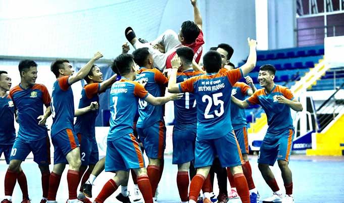 Cận cảnh khoảnh khắc Huỳnh Hương đánh bại Đức Thắng GPRS lên ngôi tại giải futsal Vĩnh Long