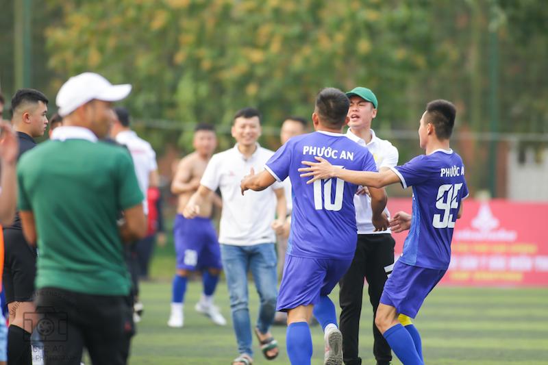 Bắc Miền Trung 2021: 'Vua phủi' Cáp giúp bầu Hùng Milan thoát hiểm, Văn Minh giành 3 điểm đầu tay