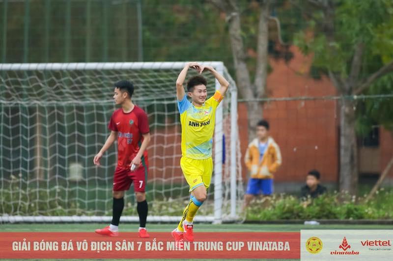 """Bắc Miền Trung 2021: Trung """"ruồi"""" và bàn thắng tặng mẹ 8-3"""