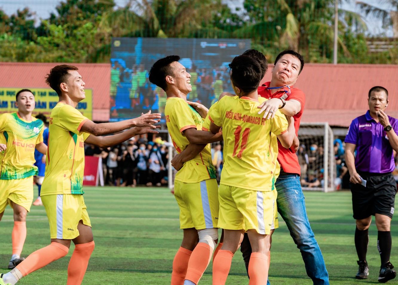 """Cầu thủ hay nhất BMT S1 Mai Tùng Lân: """"Bầu Nghĩa luôn bảo chúng tôi ra sân chơi bóng vì khán giả"""""""