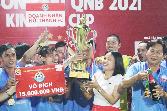 Doanh nhân Núi Thành vô địch giải bóng đá QNB 2021 – Kingtek Cup