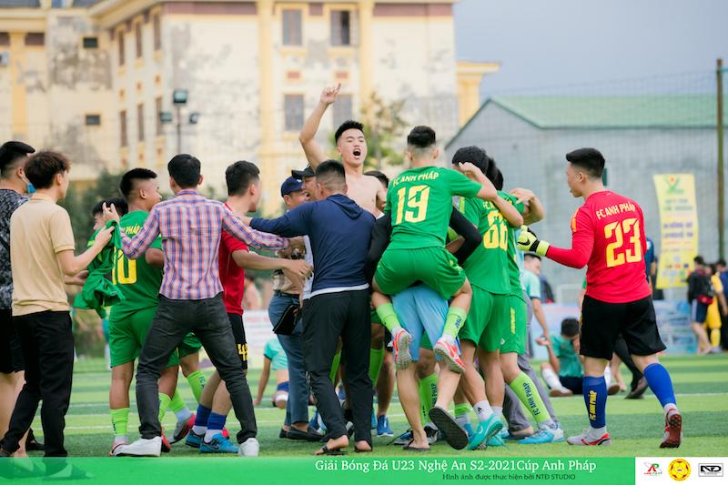 """TK U23 NA: Siêu phẩm của Mạnh Hồ và Gà son Vũ """"túm"""""""